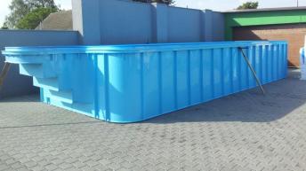 Plastový bazén před instalací, zdroj: plastovebazeny.eu